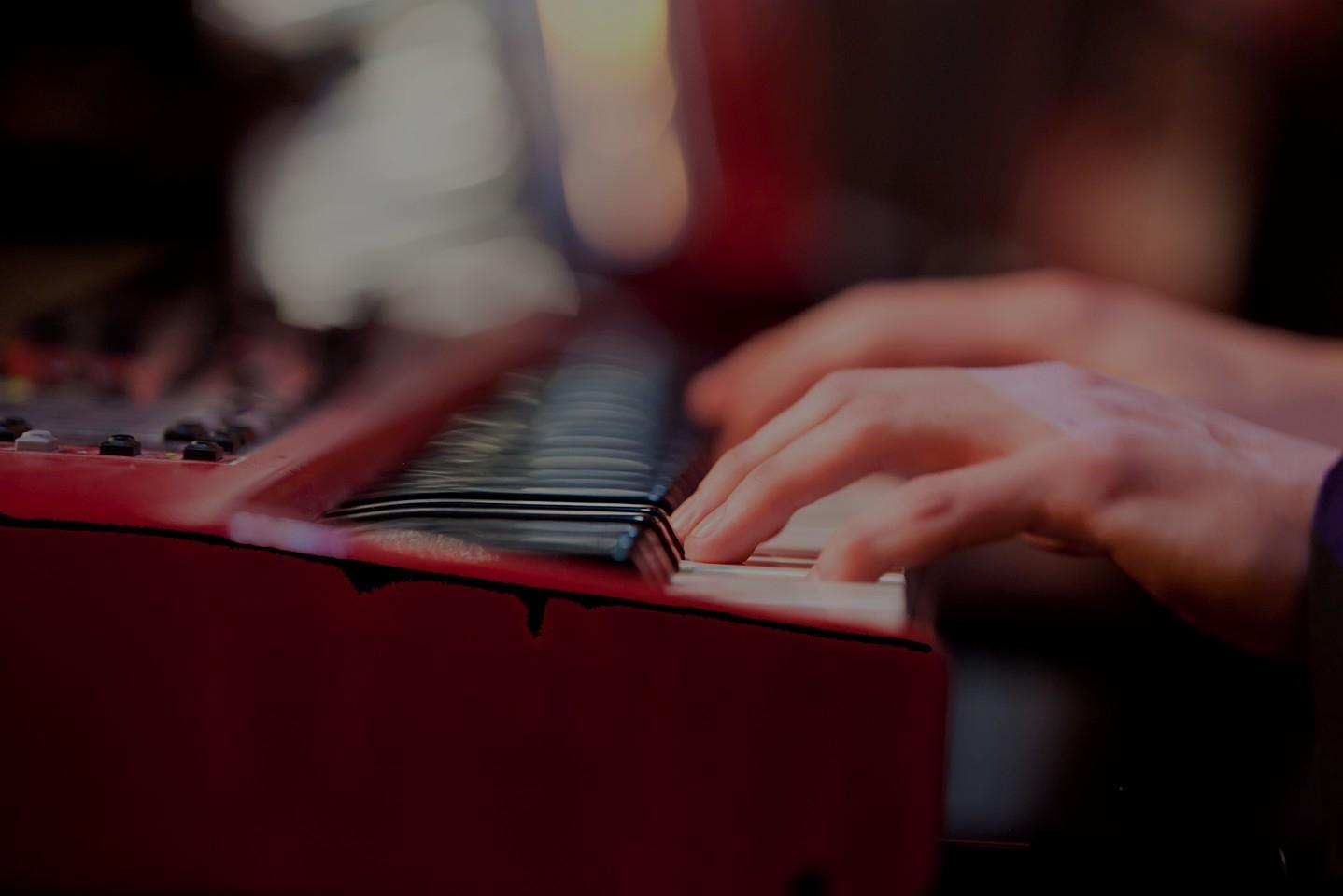 Синтезатор руки (баннер)
