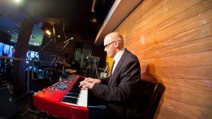 В каком возрасте начать учиться играть на фортепиано?