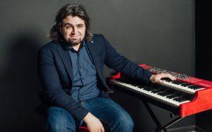 Амир, фортепиано